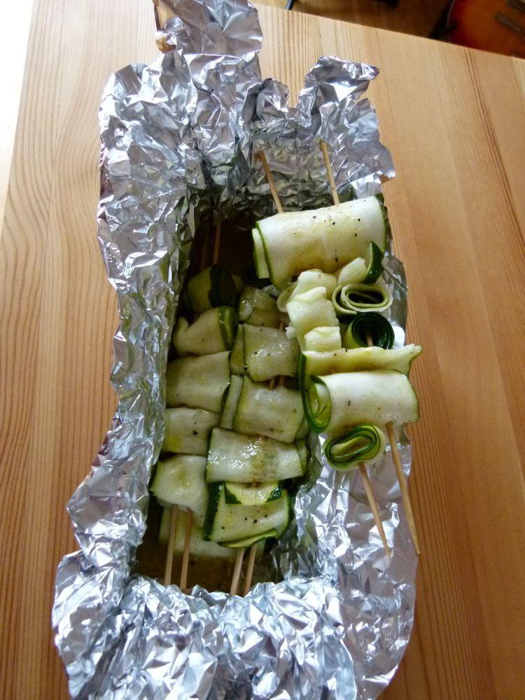 vegetarisch grillen zucchini spie e vegetarische rezepte. Black Bedroom Furniture Sets. Home Design Ideas