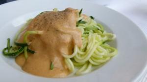 Zucchini-Nudeln-cremige-Tomatensoße2